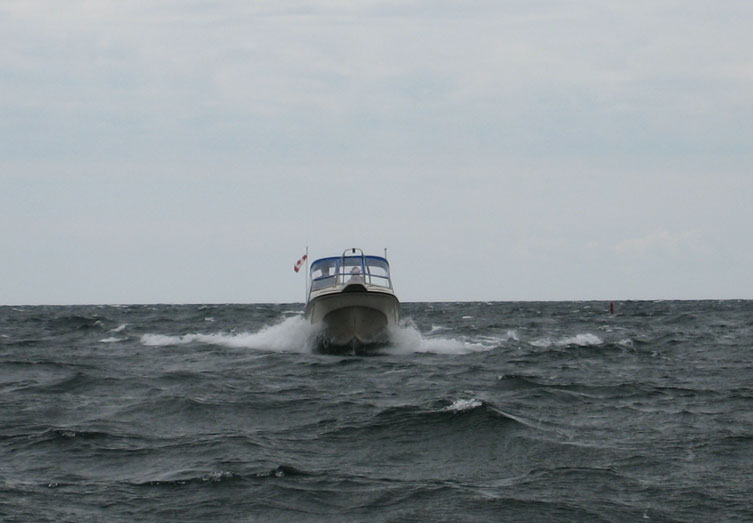 Photo: Boston Whaler 22-footer throws spray in lumpy Georgian Bay seas.