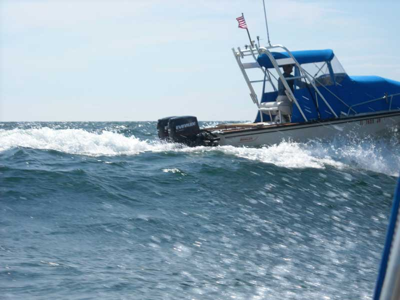 Photo: Boston Whaler OUTRAGE 18 in large waves in Georgian Bay.
