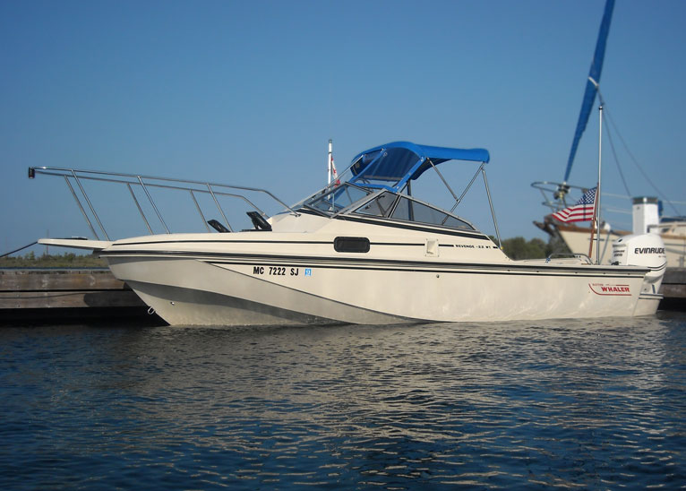Photo: Boston Whaler REVENGE 22 W-T WD