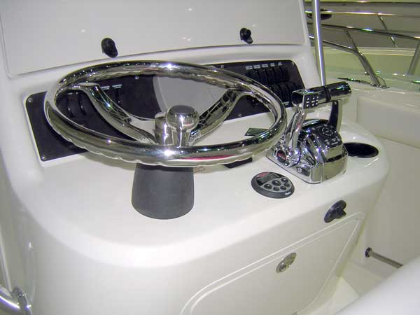Photograph: Boston Whaler 270 OUTRAGE helm; vertical orientation of the steering colum is shown.