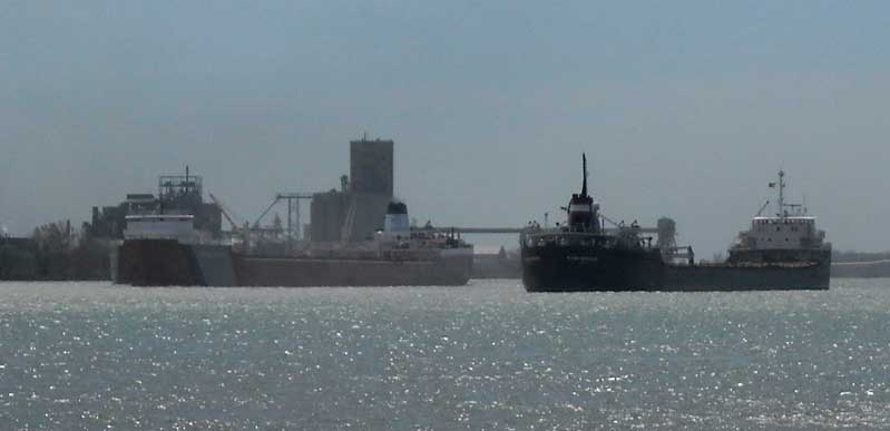 Photo: ALGOMA MONTREALAIS meeting ROGER BLOUGH in Detroit River, April 23, 2102