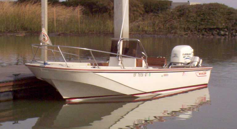 Classic Whaler: Boston Whaler: Reference: Outrage V-20