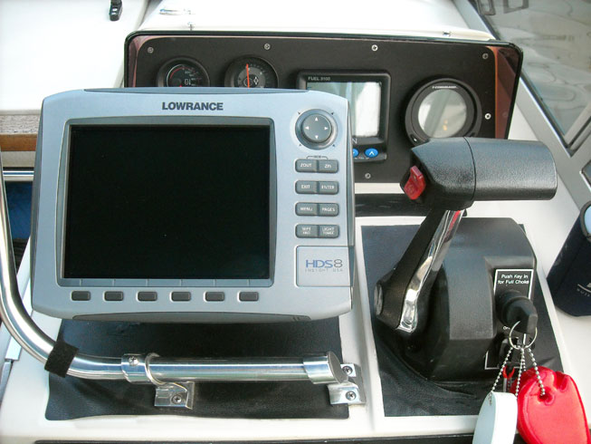 Lowrance HDS-8 installed on Boston Whaler REVENGE 22 helm.